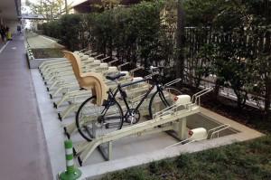 自転車置き場のチャイルドシート仕様車