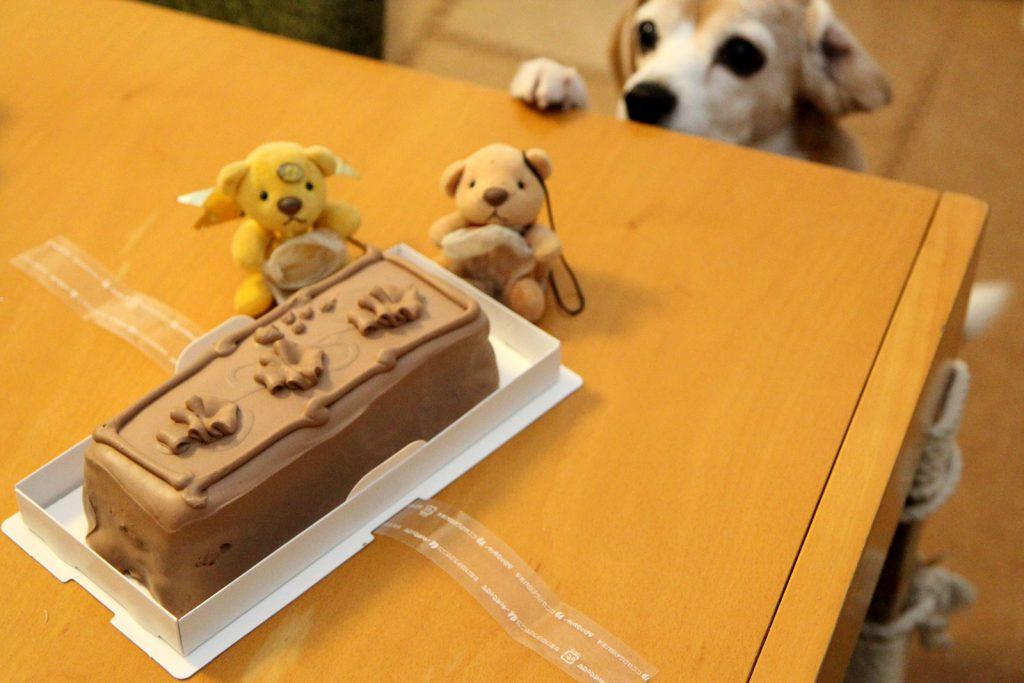 トップスのチョコレートケーキ開封の儀