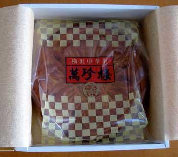 箱に収まった月餅