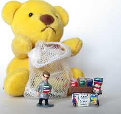 巨大クマとミニチュアパリの本屋さん