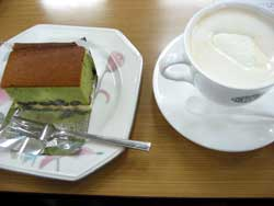 ウインナーコーヒーと大納言抹茶ケーキ