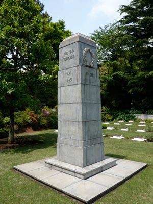 インド・パキスタン兵墓地の塔